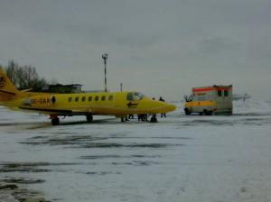 Перевезти (транспортировать) больного в аэропорт